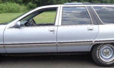 1996 Buick Roadmaster Estate Collector's Edition – $3,495